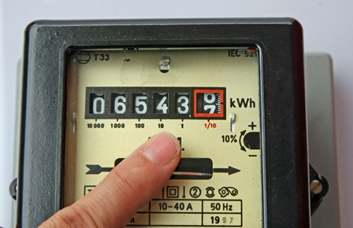 A device showing a way to read power in kilowatts.